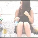 【水平パンチラ盗撮part7】ベンチや地ベタに座る女性の股、エッチな太ももの先に見える三角形▼のパンツ。その名をデルタパンチラと呼ぶ!魅惑のスカート内デルタゾーンパンチラを覗き見せよ!