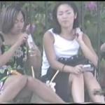 【水平パンチラ盗撮part10】ベンチや地ベタに座る女性の股、エッチな太ももの先に見える三角形▼のパンツ。その名をデルタパンチラと呼ぶ!魅惑のスカート内デルタゾーンパンチラを覗き見せよ!