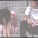【水平パンチラ盗撮part11】ベンチや地ベタに座る女性の股、エッチな太ももの先に見える三角形▼のパンツ。その名をデルタパンチラと呼ぶ!魅惑のスカート内デルタゾーンパンチラを覗き見せよ!