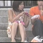【水平パンチラ盗撮part12】ベンチや地ベタに座る女性の股、エッチな太ももの先に見える三角形▼のパンツ。その名をデルタパンチラと呼ぶ!魅惑のスカート内デルタゾーンパンチラを覗き見せよ!