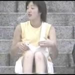 【水平パンチラ盗撮part13】ベンチや地ベタに座る女性の股、エッチな太ももの先に見える三角形▼のパンツ。その名をデルタパンチラと呼ぶ!魅惑のスカート内デルタゾーンパンチラを覗き見せよ!