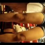 【街角パンチラ盗撮】JCJKの逆さ撮りが趣味のパンツ盗撮師が夏休みで私服のショーパン少女をローアングル盗撮!ムッチムチのエロ足、生脚を下から見上げるよう隠し撮り!スリスリしたくなるぜ。