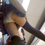 【駅でJKパンチラ盗撮】電車を待つ制服or私服姿のロリJKのミニスカ逆さ撮り!素晴らしい美脚アングルで純白パンティが撮れちゃいました。お尻の形がバッチリ確認できるナイスアングル!