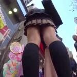 【JKパンチラ盗撮】都会のど真ん中で紺ソの超ミニスカ制服JKを逆さ撮り。「もっともっとJKの生足やパンツを盗撮したい!」強欲のパンチラ盗撮師が街中から駅構内までJKを追っかけストーキング。