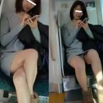 【水平パンチラ盗撮】電車内で綺麗なお姉さんのスカート内秘部を対面から覗く!これぞデルタパンチラ!スマホに夢中で股のガードがユルユル、生パンティが見えまくり。