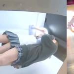 【パンチラJK盗撮】顔出し有。ギャルJKが可愛いキメポーズでプリクラ撮影中♪ボックス内を逆さ撮りカメラで撮影したら妙にエロいチラり映像が撮れてしまった…ギャルだけにスカートが超短い!