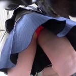 【お宝パンチラ盗撮】某地下アイドルグループのJKメンが盗撮の被害に!?そんな危ないタイトルで販売されていた某作品。詳細はさておき、パンチラ映像としても結構良作◎。赤いパンツがエロい。