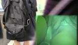 【電車で痴漢JK盗撮1】パンチラだけでは終わらない!清純JKの処女マンコに指入れ!?JKのスカート内に手を突っ込みコソコソッ。何をしてるのかと思いきや・・・JKのワレメをガッツリ触ってる!